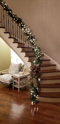https://sites.google.com/a/redesignplusmore.com/www/charlotte-nc-holiday-decorating-services/Stairwells%20Holiday%20Garland.jpg?attredirects=0